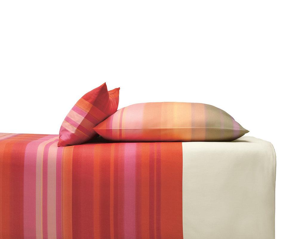 bio bettw sche satin mit rotem streifenmuster cotonea. Black Bedroom Furniture Sets. Home Design Ideas